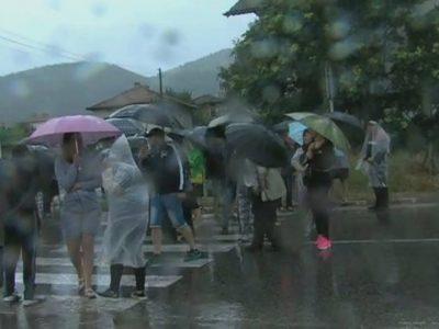 Дъждът не успя да осуети протеста на пътя за Гърция, утре сутрин хората пак ще са там