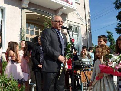 Заслужено отличие за директора на училището в село Дъбница
