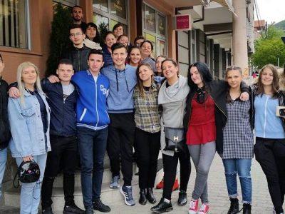 Млади хора от България и Македония откриват Креативен панаир на творческите индустрии край Гоце Делчев