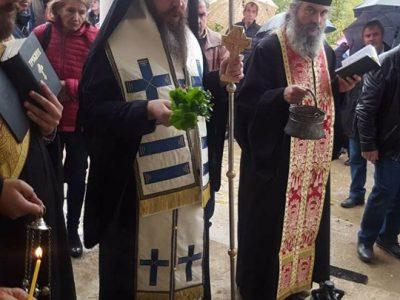 Владиката Серафим освети камбаните и кръстовете за обновен параклис край Гайтаниново