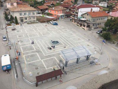 Кметът Владимир Москов и депутатите Богдан Боцев и Елхан Кълков откриха новия площад на село Брезница, дъждът не попречи на празника