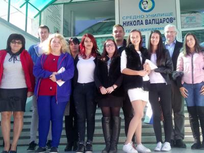 Евpoдeпyтaтът Свeтocлaв Мaлинoв се срещна с млади хора от училището в Хаджидимово