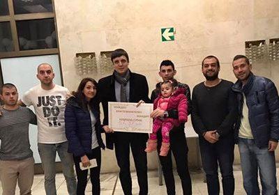 Младежи от Гоце Делчев набраха и дариха 7887 лева за лечението на малката Рая
