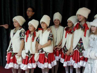 Малки и големи балерини от гоцеделчевското студио Viva Dance и ръководителката им покориха сцената на Международната младежка олимпиада за изкуство и танц в столицата