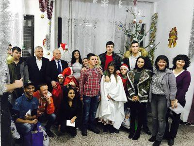 Децата, лишени от родителска грижа, пожелаха светли празници на всички от Гоце Делчев и региона