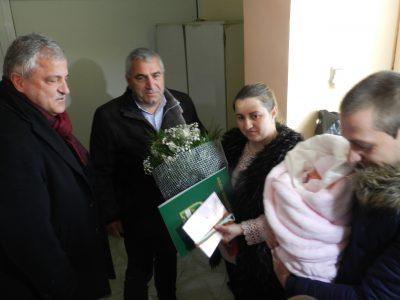 На Бабинден изписаха първото бебе за 2018 г. в Гоце Делчев