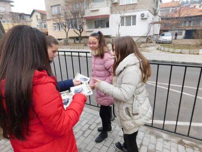 Млади хора от НПГ припомниха за рождения ден на Пейо Яворов – първия кмет на Неврокоп