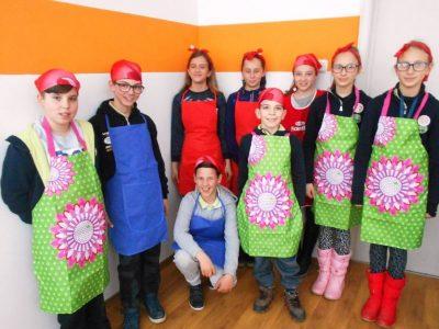 Историята на една пилешка хапка в Трето ОУ в град Гоце Делчев