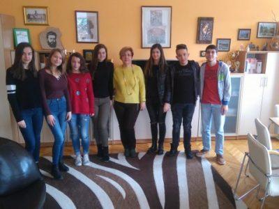 Директорът на ПМГ в Гоце Делчев поздрави отбора, който спечели важно състезание и ще пътува за Европарламента