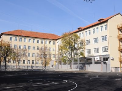 """ПМГ """"Яне Сандански"""" в Гоце Делчев настоява за повече паралелки за ученици в пети клас"""