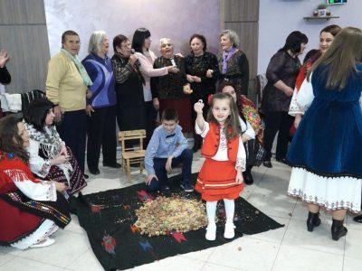На пролетната си среща жените от Тешово припомниха автентичен сватбен ритуал