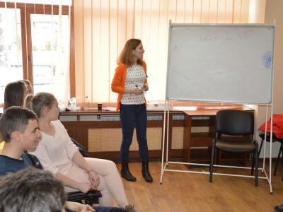 Млади хора от Гоце Делчев се учат с какво е полезно на хората Българското председателство на Съвета на ЕС