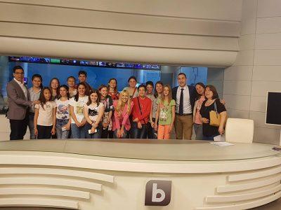 Млади бъдещи журналисти от Гоце Делчев посетиха bTV и научиха, че човек трябва да е грамотен и да владее словото, за да бъде успешен