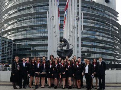 "Химнът на ПМГ ""Яне Сандански"" – гр. Гоце Делчев вдигна на крака европарламента в Страсбург"
