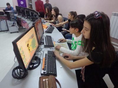 """Първо основно училище в град Гоце Делчев е домакин на Национално състезание """"Творчество, технологии, предприемачество"""""""