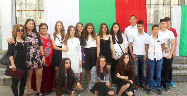 """Официално закриха на учебната година в Трето ОУ """"Братя Миладинови"""", похвалиха се с отлични резултати"""