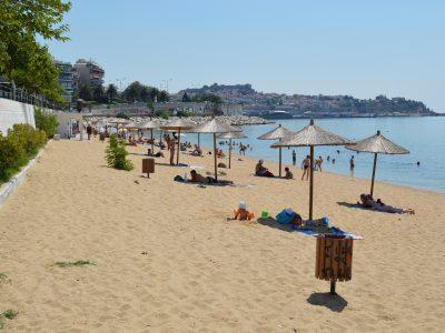 Плажът Каламица в Кавала това лято не предлага шезлонги и чадъри