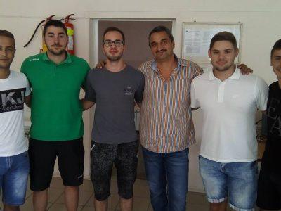 Как един класен ръководител на абитуриенти от Гоце Делчев се раздели с мустаците си