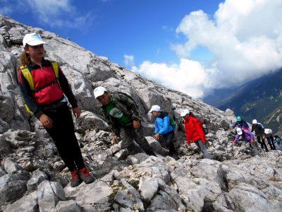 """Млади планинари от клуб """"Пирински стражи"""" изкачиха първенеца на Пирин – връх Вихрен"""