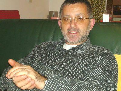 Един български писател моли за милост към българския език