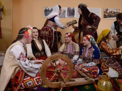 Млади хора от Гоце Делчев – с любов към историята и фолклора в интерактивен урок