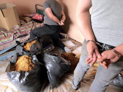 Спецоперация в село Абланица разкри организирана престъпна група, занимавала се с незаконна преработка, държане и разпространение на нарязан тютюн