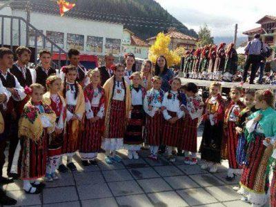 За втора година село Брезница събира на обновения си площад самодейци от цяла България и Македония