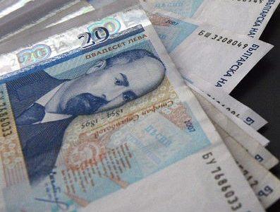 Доходите на българина се увеличават, разходите – още повече