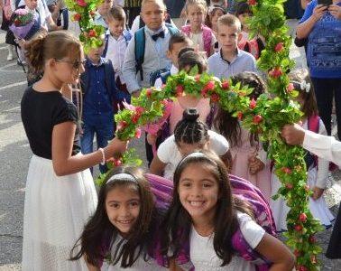 Над 4 хиляди деца от Гоце Делчев и общината заедно с над 400 учители започнаха учебната година