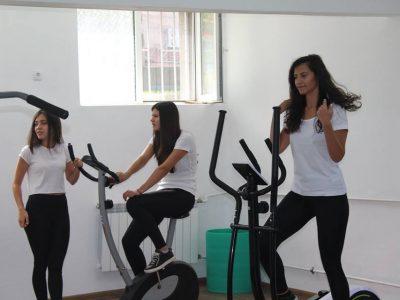 """Модерна фитнес зала за ученици и учители откриха в ПМГ """"Яне Сандански"""" в град Гоце Делчев"""