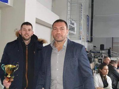 Кикбоксьор от Гоце Делчев дебютира с победа в професионалния кикбокс