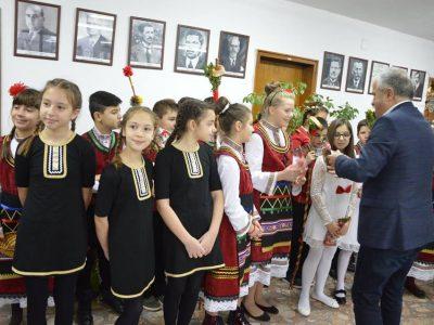 Добри и весели полазници изненадаха на Игнажден кмета на Гоце Делчев и екипа му