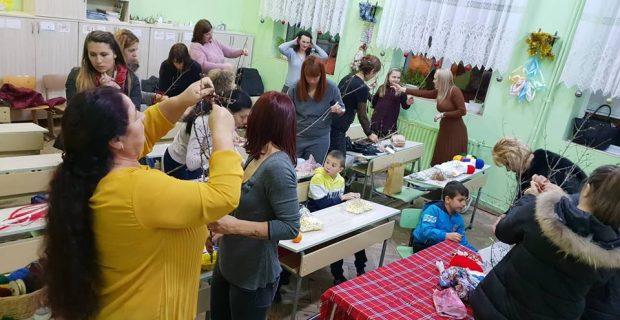 Деца и родители заедно изработиха сурвачки за благотворителен базар във Второ ОУ в град Гоце Делчев