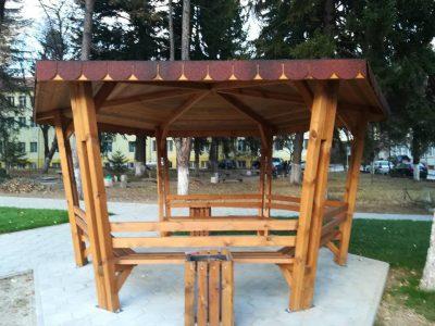 Местните ротарианци направиха кът за отдих в двора на болницата в град Гоце Делчев