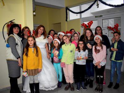 "Снежанка и пратеници на Дядо Коледа зарадваха малките пациенти в МБАЛ ""Иван Скендеров"" в Гоце Делчев"
