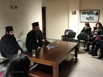 Учители и млади хора на среща с владиката Серафим обсъдиха трудностите на децата при общуване в семейството и в училище