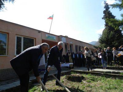 "Започна ремонтът на Второ основно училище и детска градина ""Калинка"" в гр. Гоце Делчев"