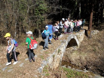 Млади планинари от Гоце Делчев са впечатлени от древно тракийско светилище