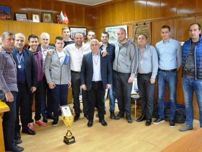 Среща на мъжкия хандбален отбор с кмета на Гоце Делчев и цялото ръководство на общината