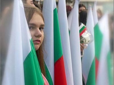 250 български знамена ще красят класните стаи в Гоце Делчев