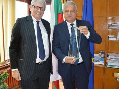 Кметът Владимир Москов е първия българин, отличен с наградата за толерантност Шимон Перес