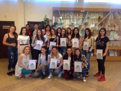 """Млади хора, с интерес към юридическата професия от НПГ """"Димитър Талев"""" посетиха Районен съд – Гоце Делчев"""
