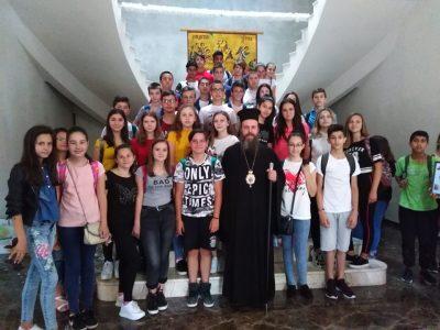 Млади хора от Гоце Делчев гостуваха на владиката Серафим