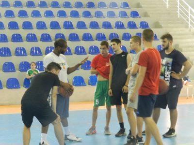 Джими Хънт и още трима специалисти от NBA пристигат за баскетболен лагер в Гоце Делчев