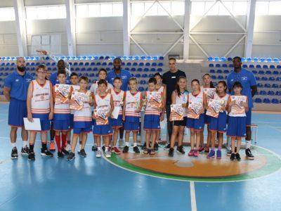 Баскет треньорът Джими Хънт: По-добри условия за летен спортен лагер от тези в Гоце Делчев, в България няма