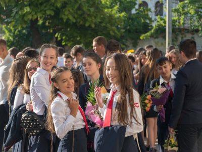Четири хиляди ученици от Гоце Делчев и общината започнаха редовни учебни занятия