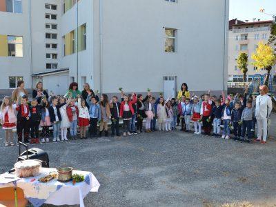 Започна обновяване на дворовете на детски градини в Гоце Делчев и с. Корница