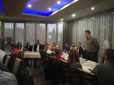 Интересна и аргументирана младежка дискусия с кандидата за кмет Владимир Москов и екипа му
