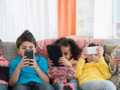 Как да използваме безопасно мобилния си телефон