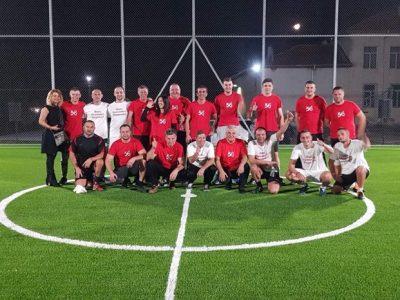 Емоционален мач на новооткритата спортна площадка в с. Мосомище с победа на червения отбор 56